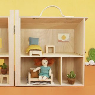 Small Dolls & Dollhouses